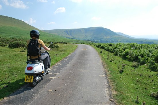 Wye Valley Canoes: Cruising the black mountains on a Vespa 3