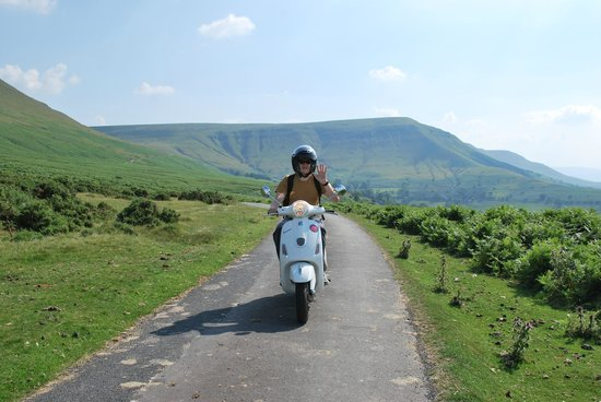 Wye Valley Canoes: Cruising the black mountains on a Vespa 2