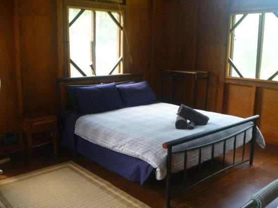 Daintree Rainforest Bungalows: Bed in cabin #1