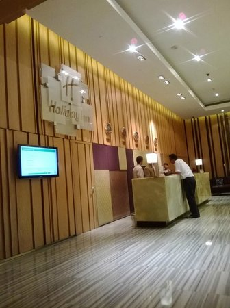 Holiday Inn New Delhi Mayur Vihar Noida: Front Desk