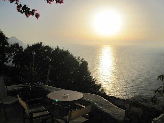 Aegiali, Grèce : Couché de soleil terasse Bakery