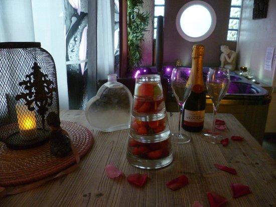 Bastide Le Temps des Secrets : Jacuzzi chambre Zen