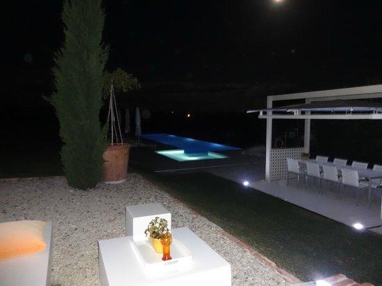 B&B Villa Luogoceleste: Pool at night