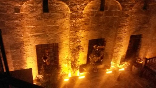 Ipekyolu Guesthouse: Odalardan birinin terastan dış aydınlatması.