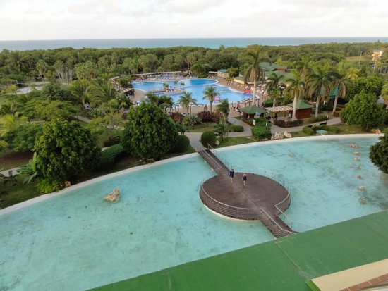 Blau Varadero Hotel Cuba: Hotel grounds - view from our room