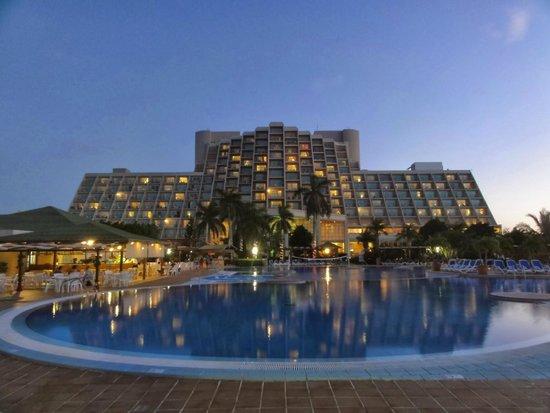 Blau Varadero Hotel Cuba: Hotel at night