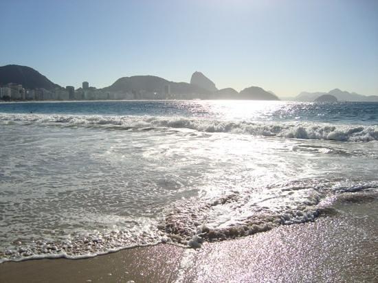 Orla Copacabana Hotel: Vue face à l'hotel