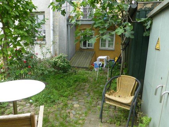 Susanne Lund Bed & Breakfast: Back garden