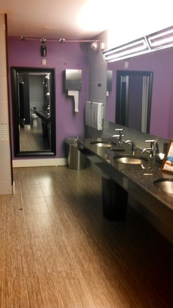 Bentley's Boutique Hotel, BW Premier Collection: clean lounge area restrooms