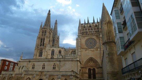 Hostal Rimbombin: Muy cercana, la catedral