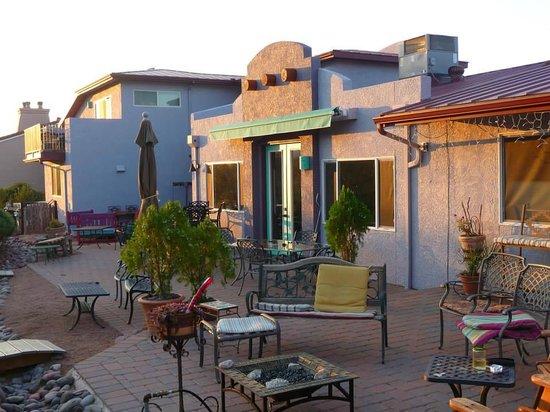 Cozy Cactus Bed and Breakfast: backyard