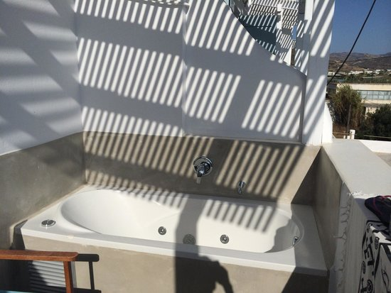 Saint Vlassis Hotel: Room 205/ terrazza con vasca