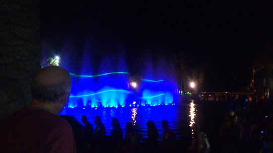 Ohtels Vil.la Romana: Fountain show by harbour