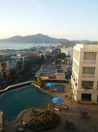 Aryaduta Manado: The view from room 940 at sunset