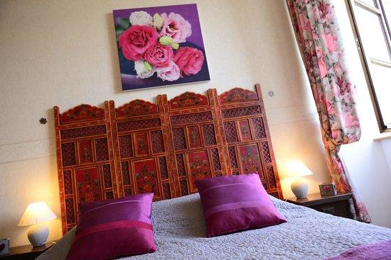 chambre bois de rose - Picture of La Bastide d\'Aguyane, Faugeres ...