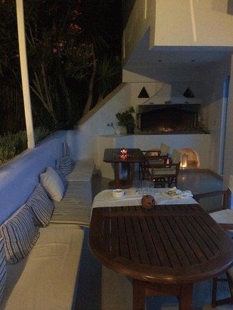 Saint Vlassis Hotel: Il patio esterno