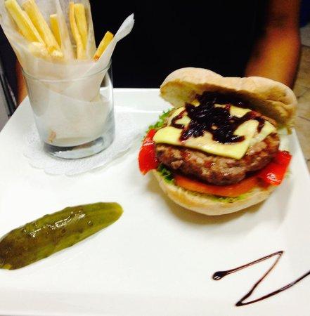Z Gastro Bar: The Z Burger