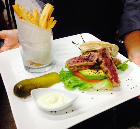 """Z Gastro Bar: The """"Tim"""" Seared Tuna burger"""