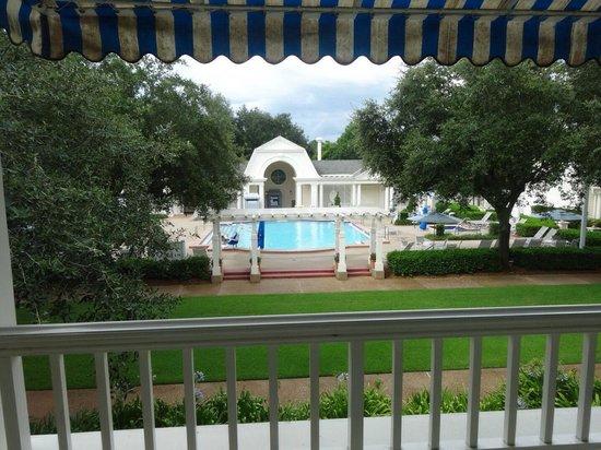 Disney's BoardWalk Inn: 外はプール