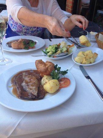 La Cantina Del Vino: Delicious roast beef with al dente vegetables!