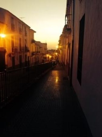 Almohalla 51: an evening walk at sunset into the local town