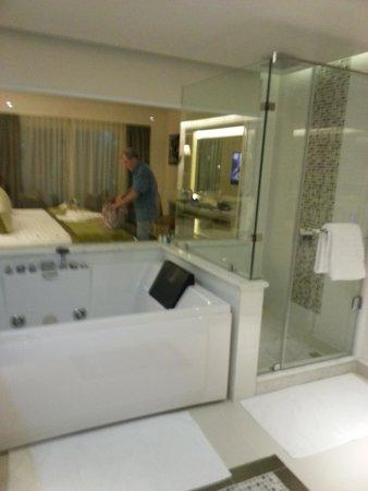 Premier Le Reve Hotel & Spa (Adults Only) : jacuzzi bath