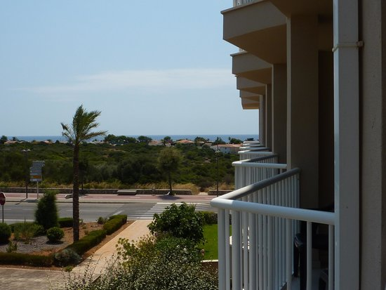 Hotel Club Sur Menorca : aperçu mer chambre côté rue