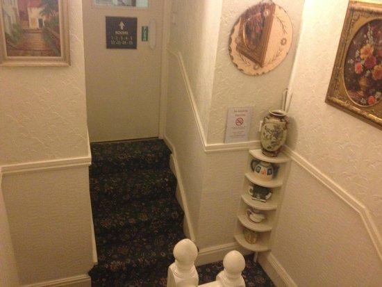 P and J Hotel : Scalinate non ripide come solito in UK