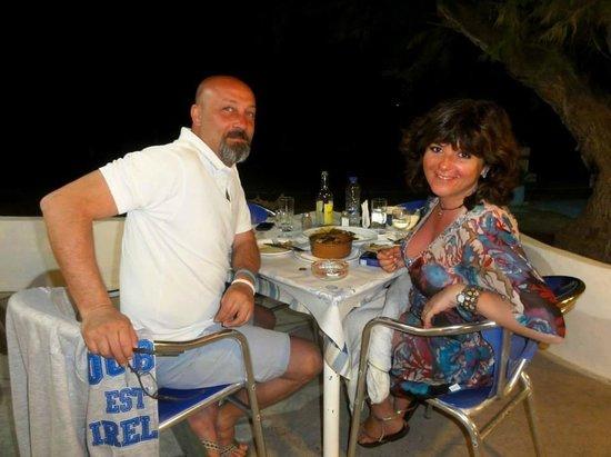 Monaxia : tavoli in riva al mare...