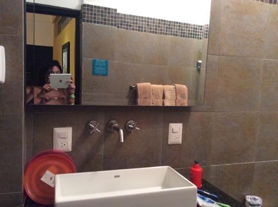Hotel Suites Nadia: baño