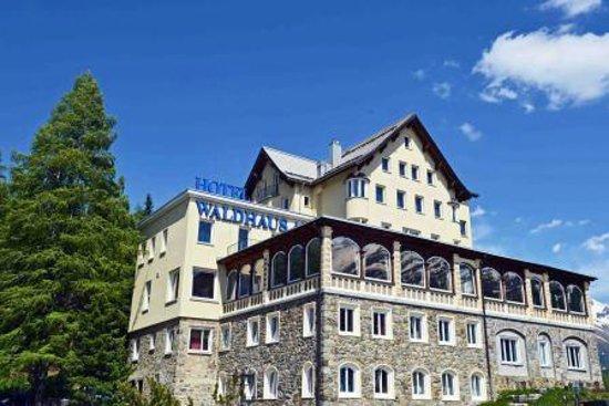 Restaurant Waldhaus am See : Hotel im Sommer