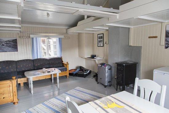 Nusfjord Rorbuer: Rorbu living room