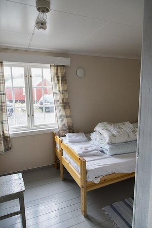 Nusfjord Rorbuer: Rorbu bedroom