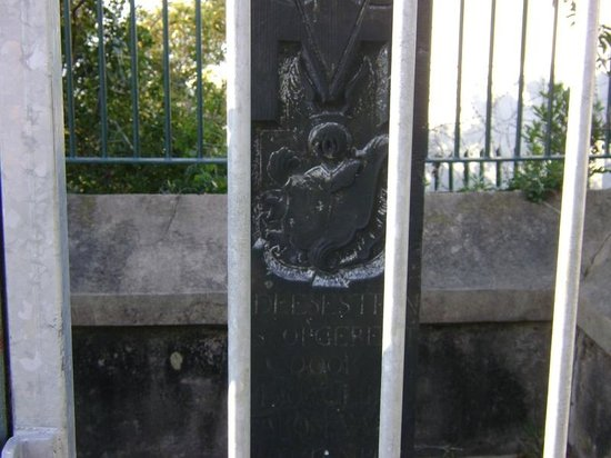 Van Plettenberg Beacon: The VOC logo on the beacon