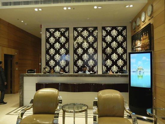 Hotel Sawera Grand: The reception
