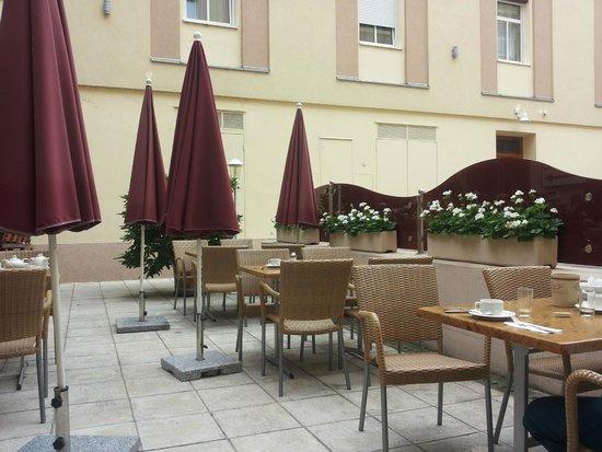 Austria Classic Hotel Wien: breakfast on the terrace