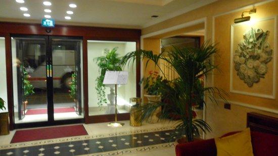 Hotel Corona D'Italia: hall