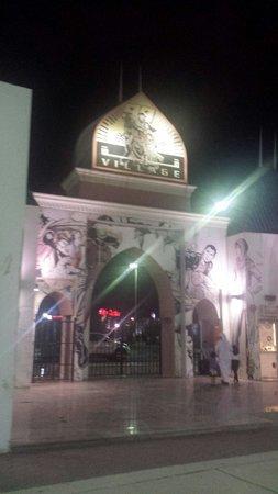 Al Jahra Copthorne Hotel & Resort: قرية العاب الاطفال بجانب المنتجع