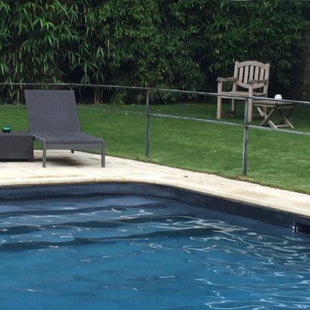 L'Ecu de Bretagne : La piscine et le jardin principaux atouts de l'hôtel