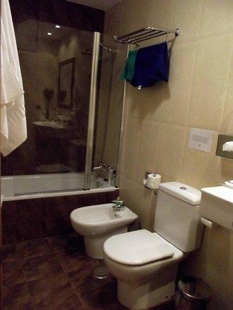 Hotel & Spa Cordial Roca Negra : Il bagno della stanza 305