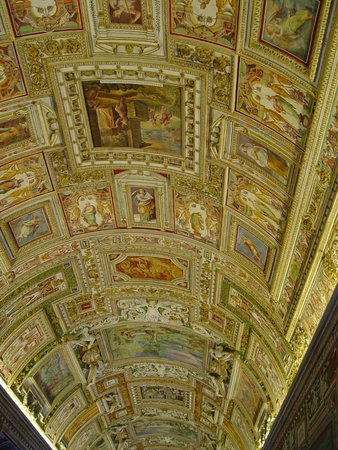 Vatican Treasury: Riqueza de detalhes até o teto