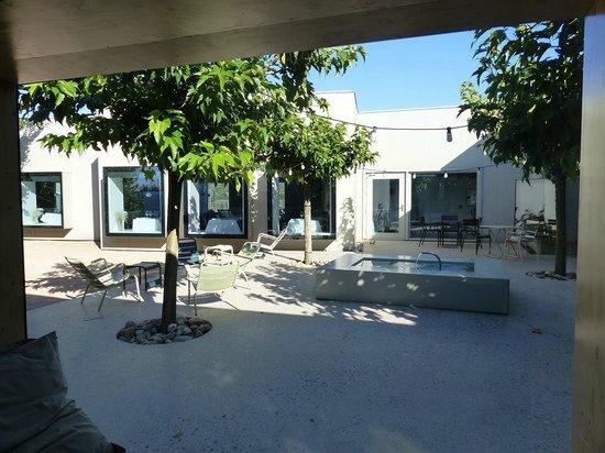 Hotel Aire de Bardenas : Terrasse de l'hôtel