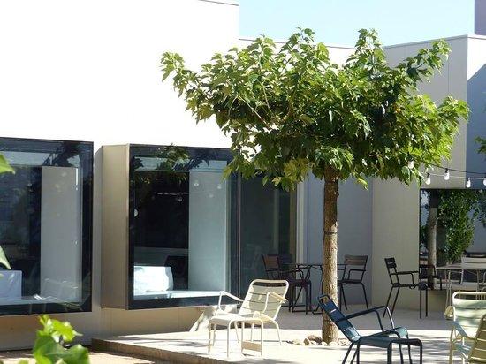 Hotel Aire de Bardenas: Allées extérieures de l'hôtel