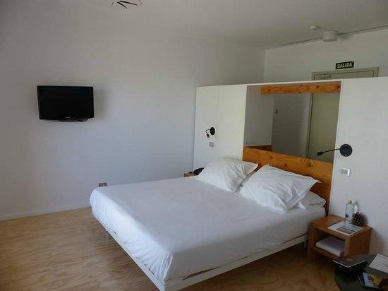 Hotel Aire de Bardenas : Chambre