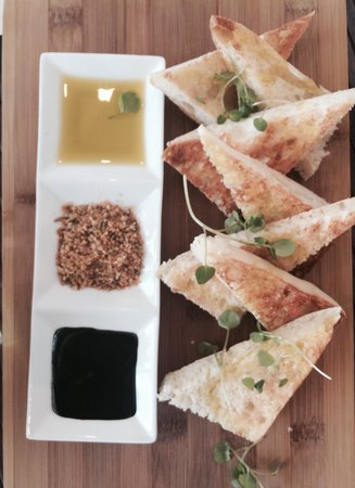 Delivino on Tamborine: Yummy Bread & Oils