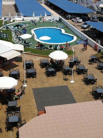 Aparthotel Acuasol: Piscina y área recreativa