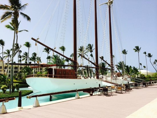 Iberostar Grand Hotel Bavaro : Un barco en el hotel