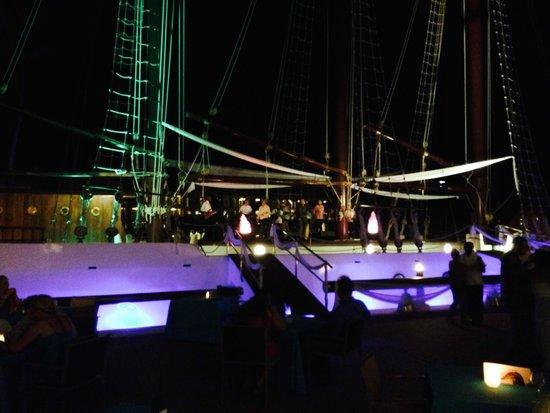 Iberostar Grand Hotel Bavaro: Un barco en el hotel para tomar una copa