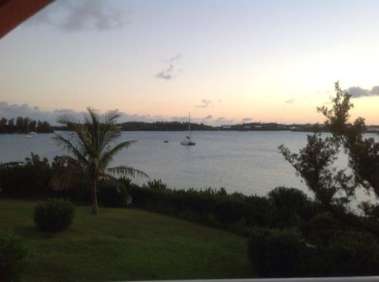 Grotto Bay Beach Resort & Spa : Dusk view from Ocean front deluxe