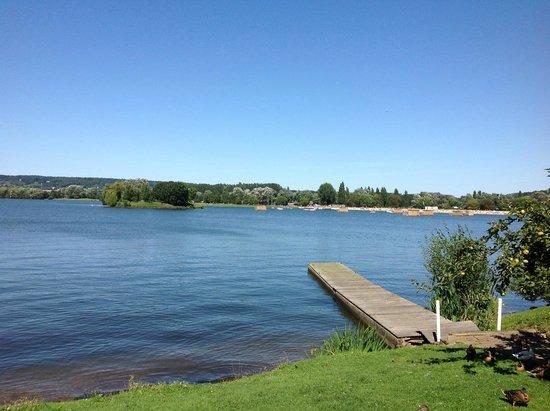 Hotel Restaurant Eden Park : Vue Panoramique sur le Lac de Pont L'eveque
